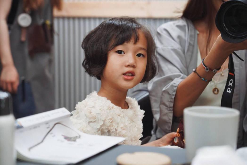 隋棠女兒新髮型完成。 圖/擷自隋棠臉書