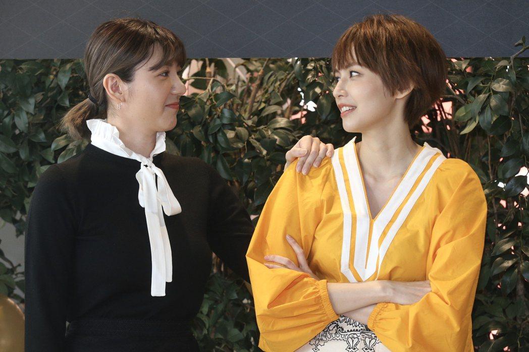 「我們不能是朋友」袁艾菲(右)首度入圍金鐘戲劇女配角,好友郭雪芙(右)驚喜現身加...