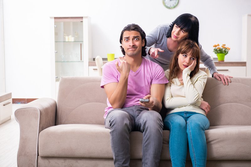 男網友要求妻子找工作,共同負擔家計,導致家庭氣氛不和諧,發文抱怨。示意圖/ingimage授權