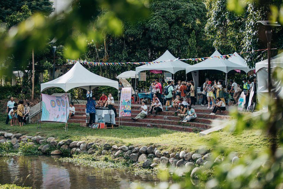 2020桃喜市集舉辦在八卦山下的南郭坑溪水岸廣場,短短兩天吸引超過6000人參與...
