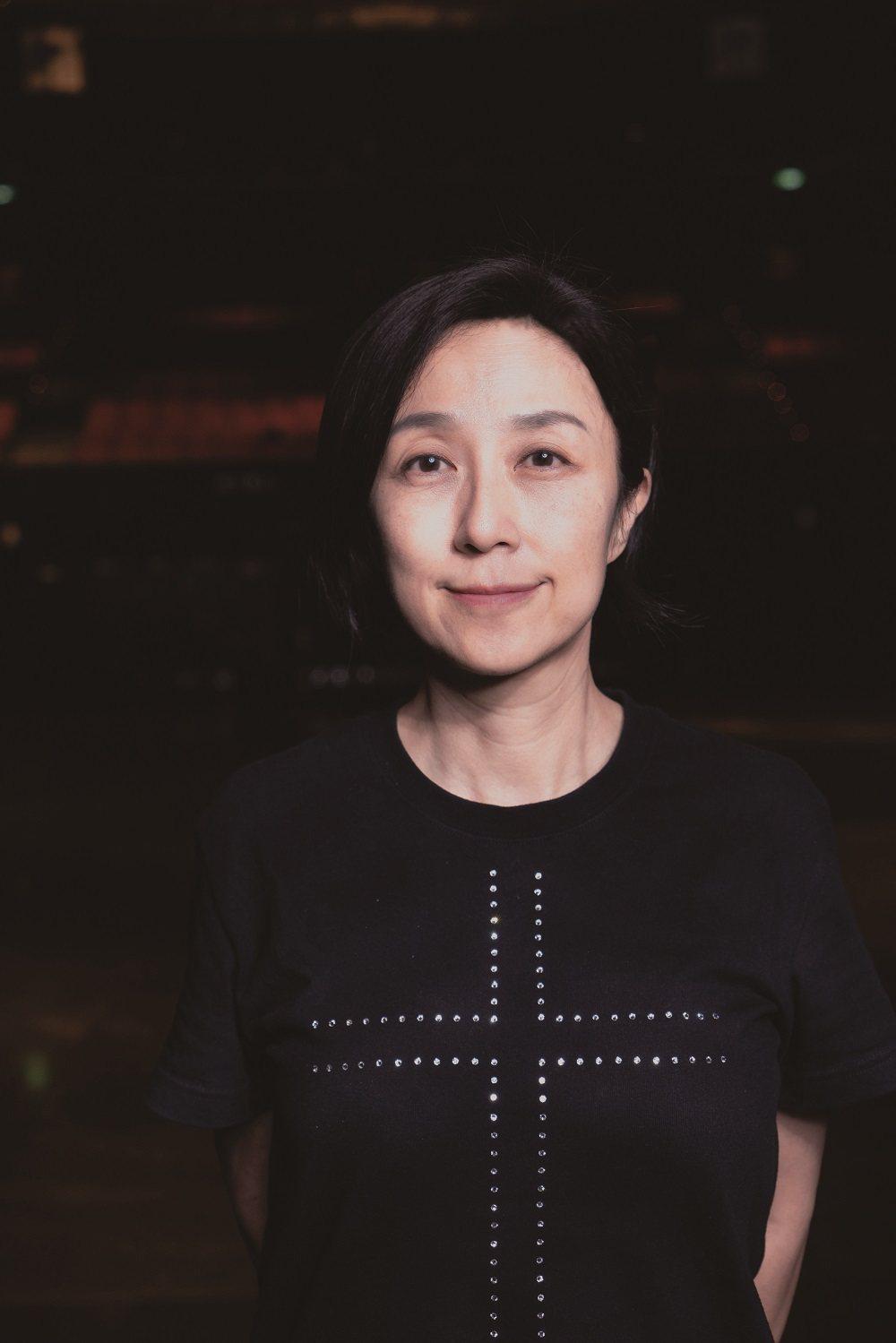 黃韻玲,台北流行音樂中心董事長。台灣知名音樂詞曲創作者,身兼編曲、影視配樂、唱片...