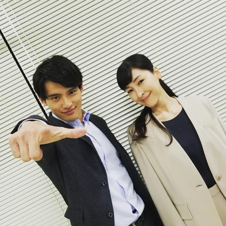 岡田健史與麻生久美子。圖/擷自官方IG