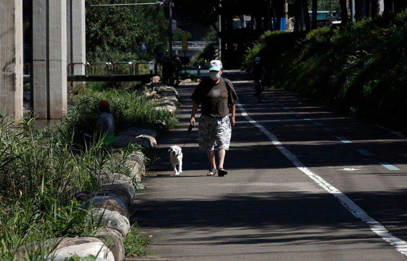 韓國近期再次爆發疫情,政府呼籲民眾減少返鄉、聚會等非必要外出行程。 美聯社