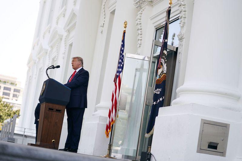川普說:「無論是脫鉤還是像我已經做的那樣對中國徵收高額關稅,我們都將結束對中國的依賴。」路透