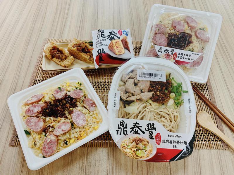 鼎泰豐主廚走出餐廳親自指導監製招牌香辣醬開發三款鮮食料理。(照片提供:全家)