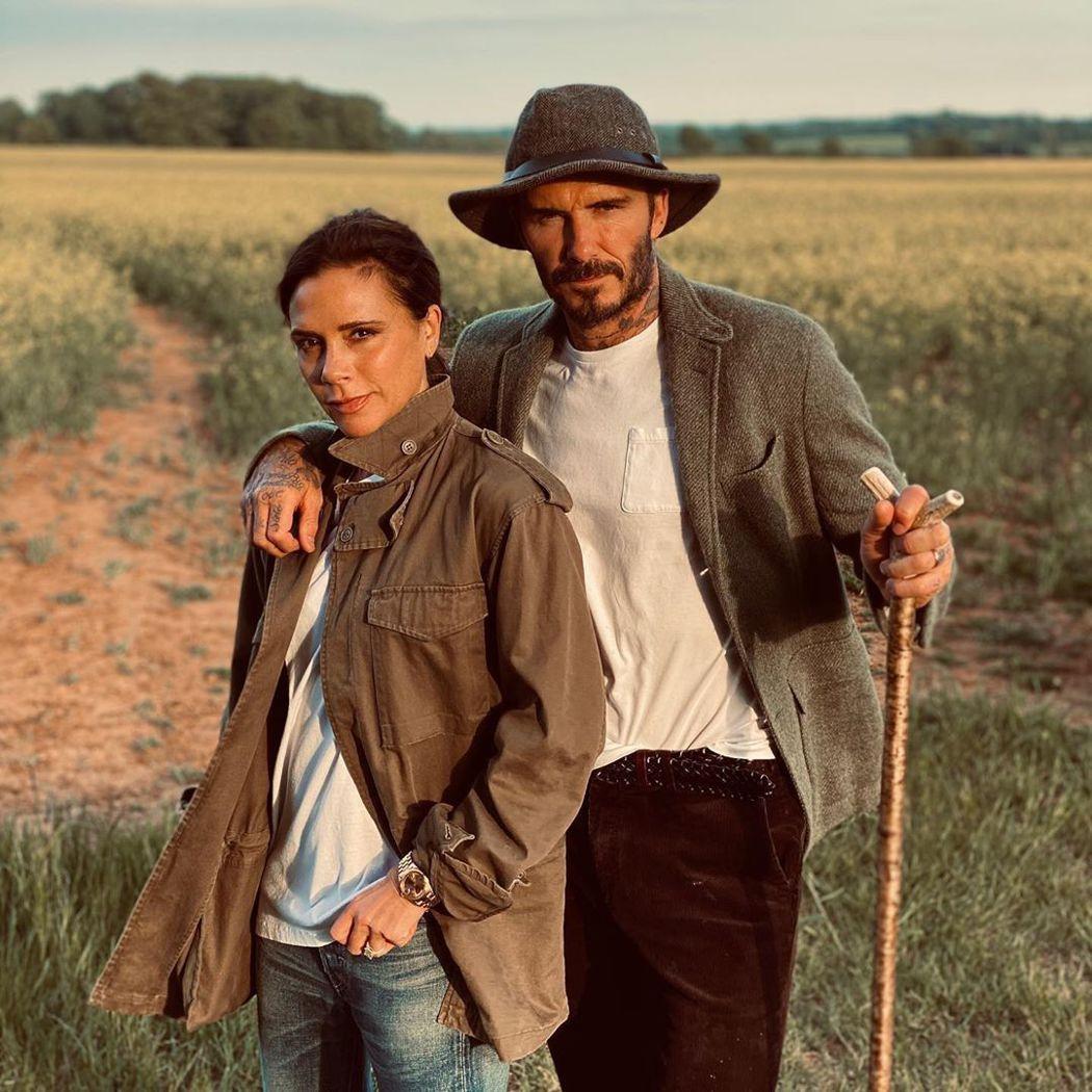 貝克漢夫婦在鄉間看似平靜,卻被英國媒體指當時應該已經感染新冠肺炎。 圖/擷自In