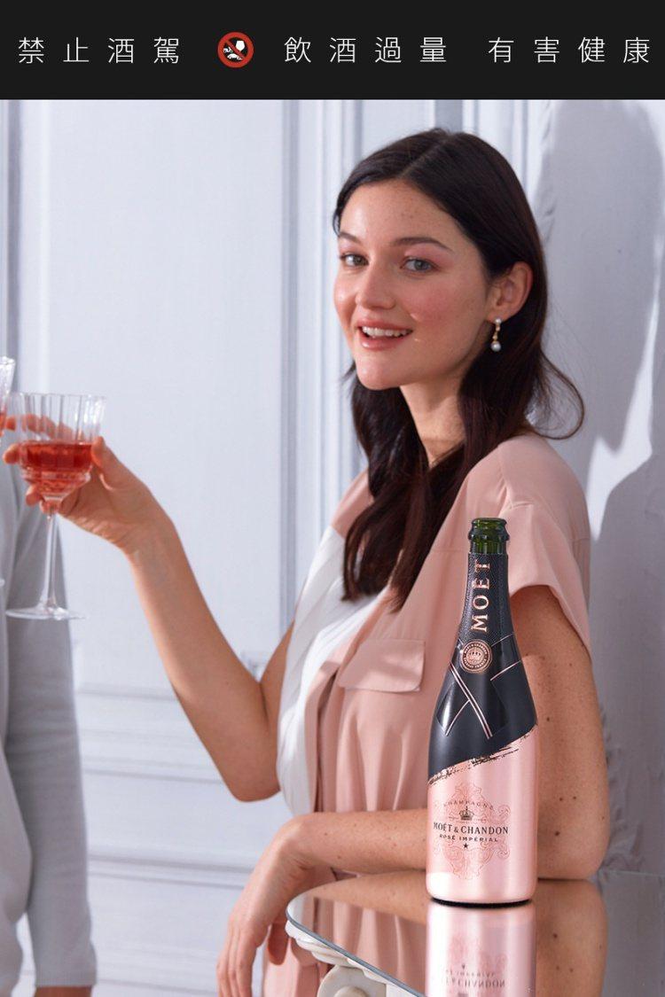 粉紅香檳浪漫的粉紅酒色,是許多女生的心頭好。圖/酩悅香檳提供。提醒您:禁止酒駕 ...