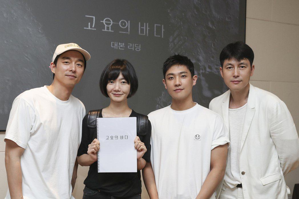 孔劉(左起)、裴斗娜、李準、鄭雨盛合作飆演技。圖/Netflix提供