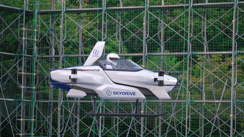 飛天車在豐田汽車位於愛知縣的試飛場進行飛行測試時,飛行高度約離地三公尺,可飛行約四分鐘。法新社