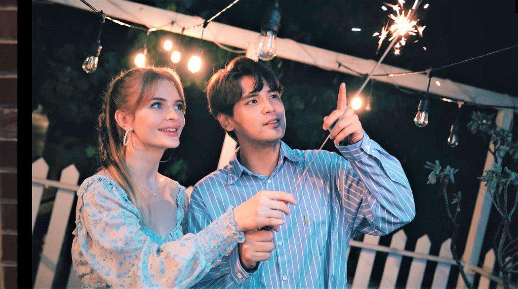宋蕊安(左)邀請陳零九對唱。圖/艾迪昇傳播提供