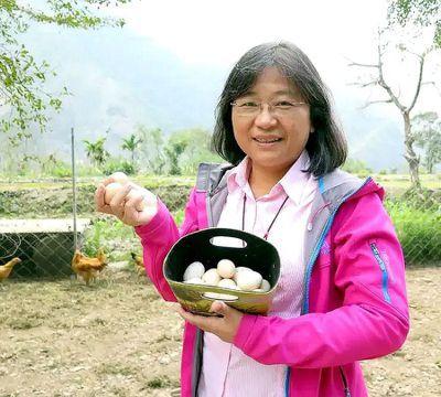 屏科大森林系教授陳美惠以「林下經濟」概念導入適合在森林下栽植的作物、開發成伴手禮...