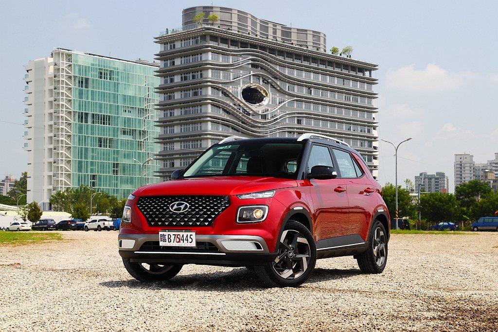 以國產模式在台販售的Hyundai Venue,期盼能在跨界休旅市場中殺出重圍,...