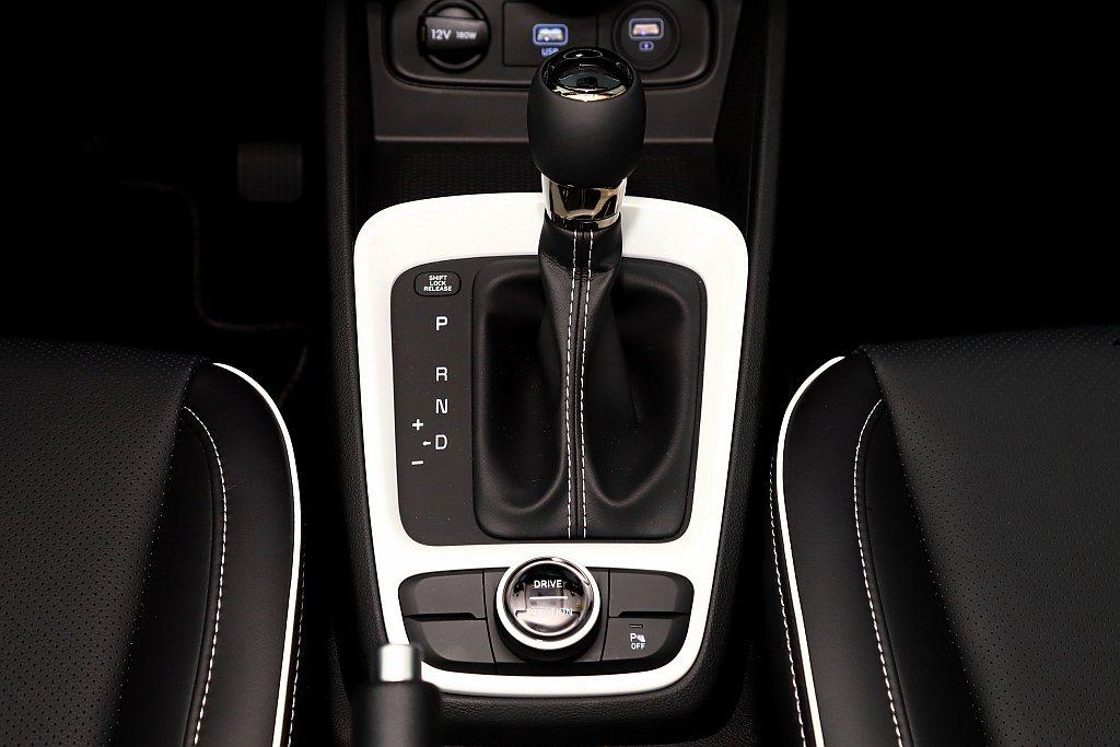 搭配IVT智慧無段變速系統,使Hyundai Venue擁有最佳16.4km/L...
