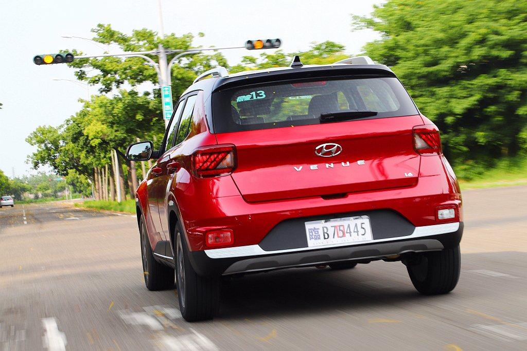 Hyundai Venue GLB車型起將FCW前方撞擊警示、FCA前方主動煞停...