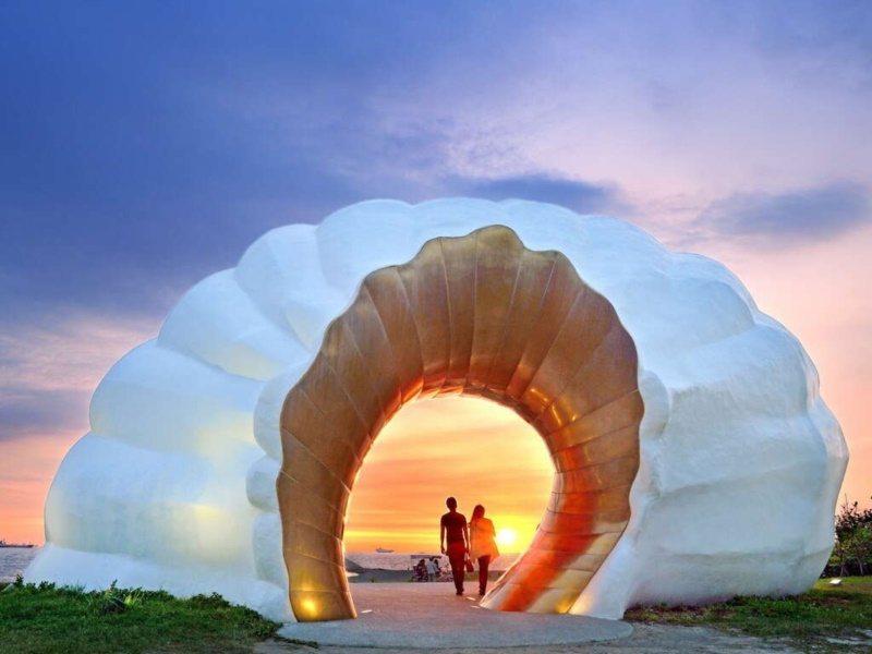 旗津黃金海韻造型獨特,不同時段能拍出不同風情。 圖/高雄市觀光局提供