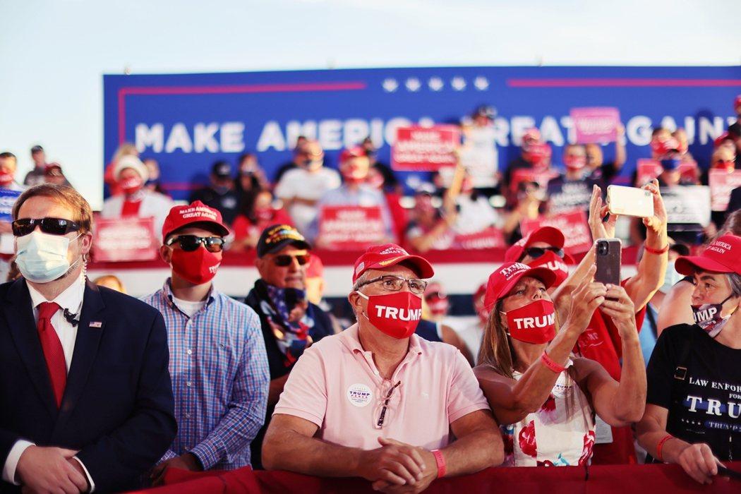 圖為川普日前的美國總統大選造勢活動支持者。 圖/路透社