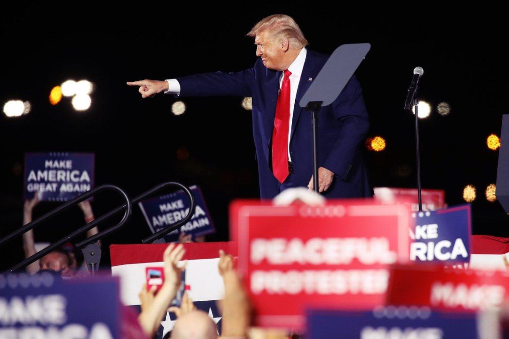 選情仍陷入苦戰的美國總統川普,希望以特例方式力求能在11月3日美國總統大選投票日...