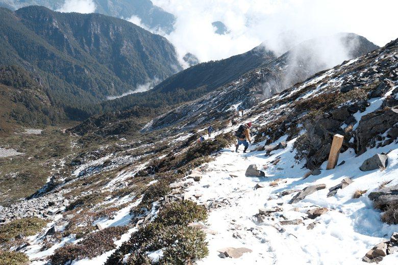 關注登山環境的人們應該要有更強的自我認同,形成一個讓台灣山友群體能自我認同的身分,才能獲得足夠的監督力量。 圖/鳴人堂提供