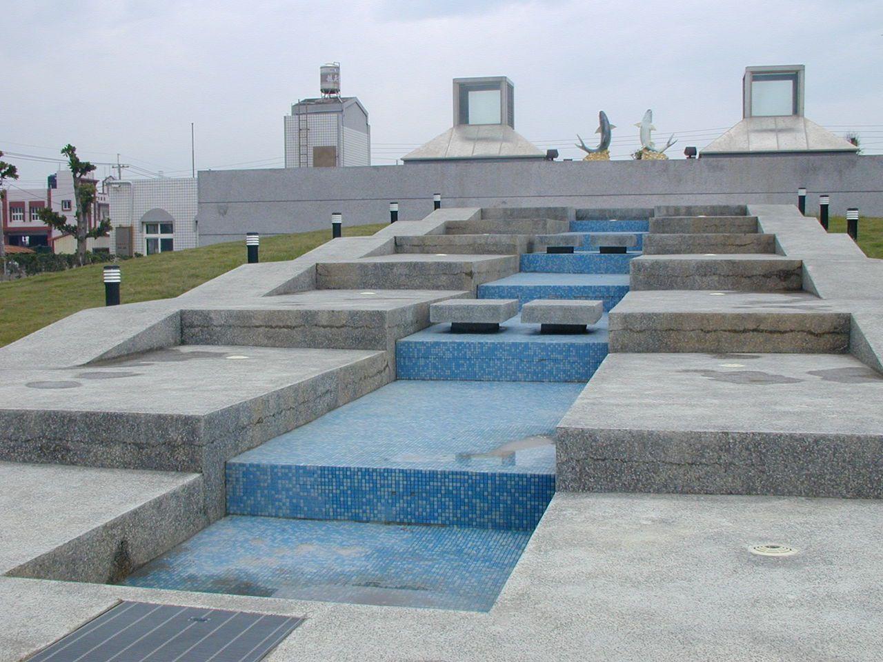 彌陀鄉海岸光廊還設有親子戲水空間。  圖/包希勝 攝影
