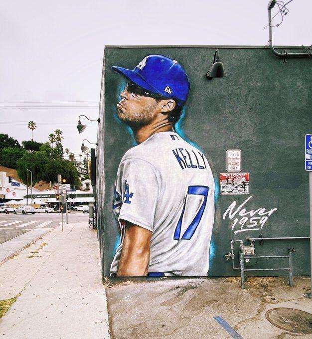凱利嘲諷嘴臉成洛杉磯街頭壁畫。 取自內佛爾推特