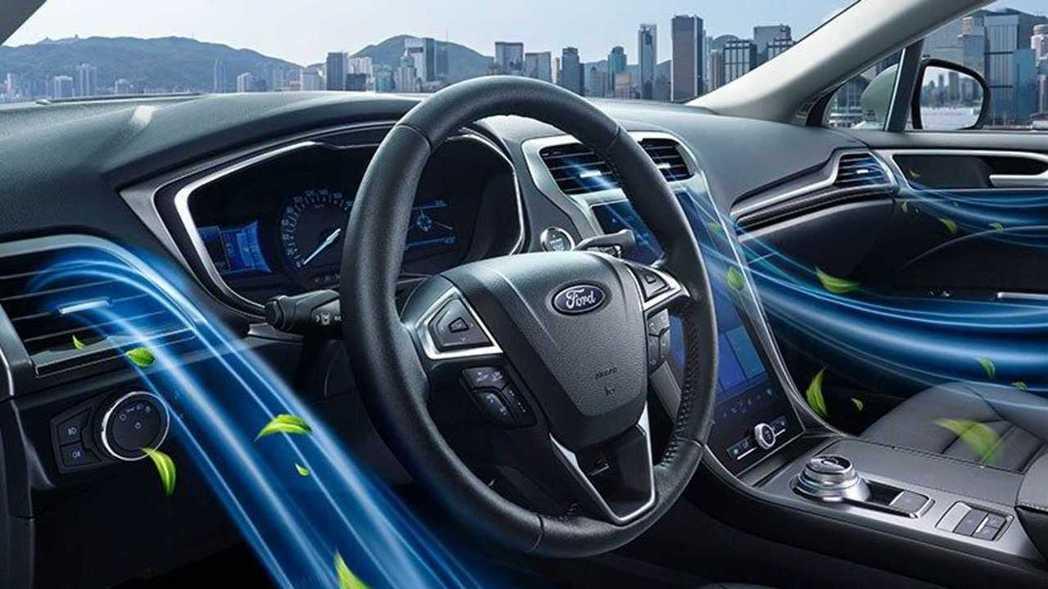 中國蒙迪歐內裝配置走類似電動車的大螢幕路線。 摘自長安福特