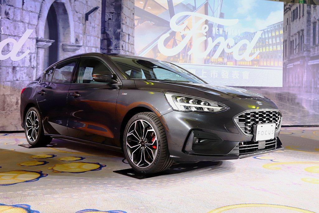 新增Ford Focus四門ST-Line Lommel運動房車,外觀採用ST-...