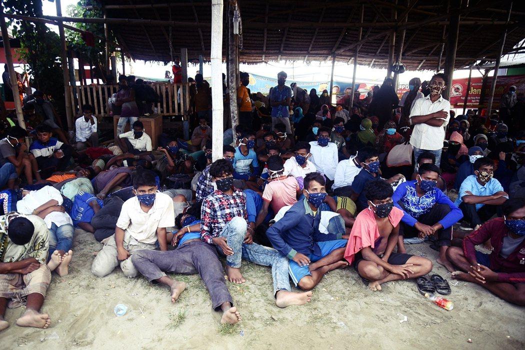 圖為逃至孟加拉的羅興亞難民。 Myo Win Tun 和 Zaw Naing T...