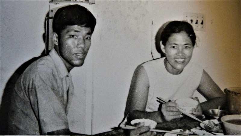 李屏賓(左)與媽媽感情深厚,媽媽過世後他仍日日懷念。圖/李屏賓提供