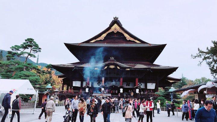 善光寺本堂,於江戶時代中葉重新建造,號稱東日本最大木造建築