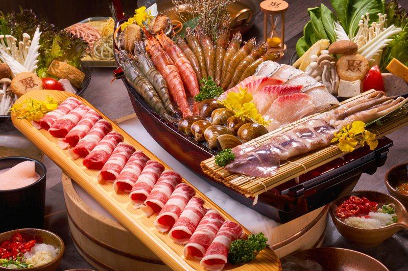 愛吃肉也愛海鮮,首選超澎拜的「雙人海陸聚」。 攝影/李文欽