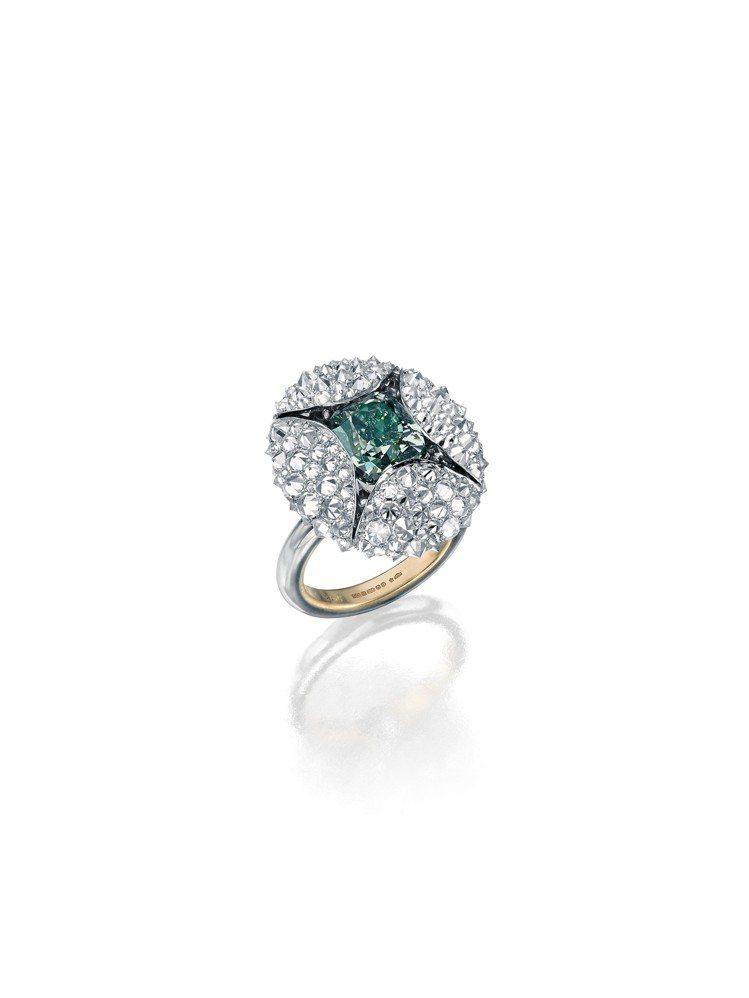 蘇富比鑽石攜手華裔設計師劉孝鵬創作的花苞戒指,價格私洽。圖/蘇富比提供