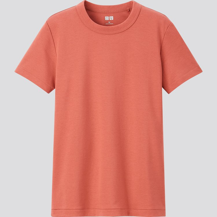 UNIQLO U系列女裝圓領T恤390元。圖/UNIQLO提供