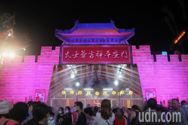 嘉義縣民雄鄉大士爺祭昨天登場,預估3天將吸引40萬人參與。記者陳玫伶/攝影