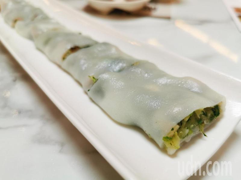 嘉義在地青江菜設計素食腸粉,讓饕客們入口清爽、口齒留香。記者卜敏正/攝影
