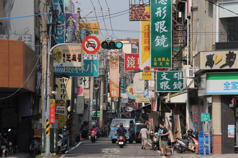 岡山老街希望再造風華,首務是將電纜電線地下化。記者王昭月/攝影