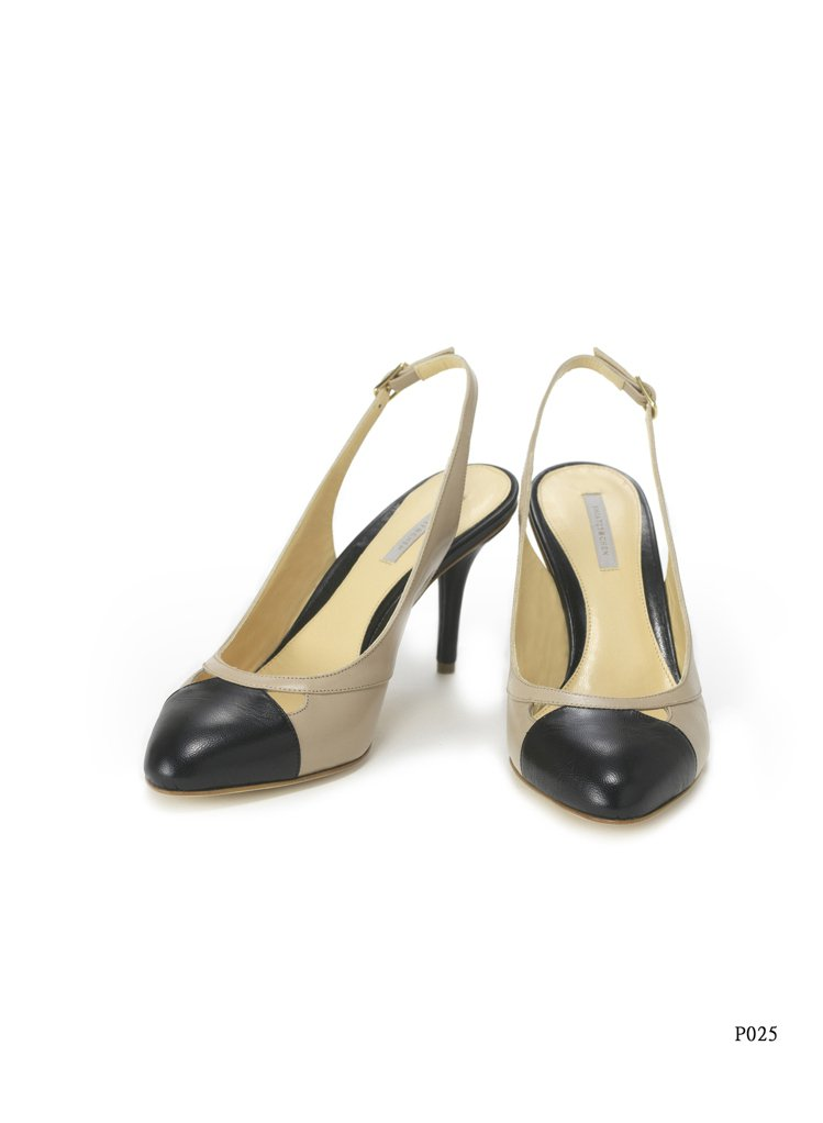 皮革高跟鞋1.5折,原價17,800元、特賣價2,670元。圖/夏姿提供