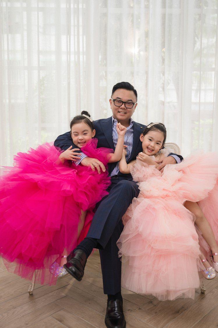 宋紀妍老公麥升陽和兩個女兒。圖/LinLi Boutique提供