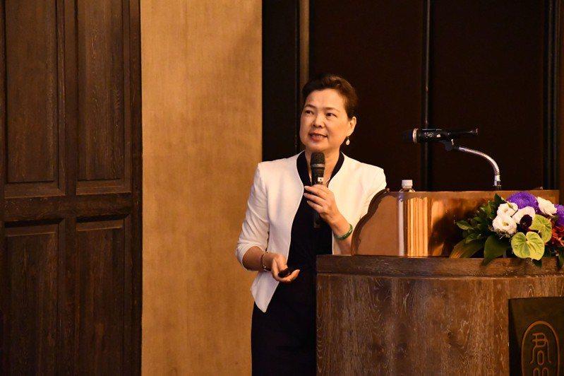 經濟部長王美花今日出席工商協進會理監事會議,並以「展望後疫情時代,台灣的經濟挑戰與機會」為題進行演講並與理監事交流。圖/經濟部提供