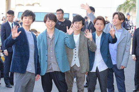 日本傑尼斯事務所在2018年號召旗下15組團體組成期間限定團體「Twenty★Twenty」,發起社會貢獻活動企劃「Smile Up! Project」,現在這企劃則致力於推進日本防疫,邀來日本天團...