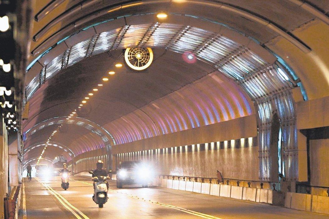 辛亥隧道、自強隧道明年2月重啟區間測速。圖/聯合報系資料照片