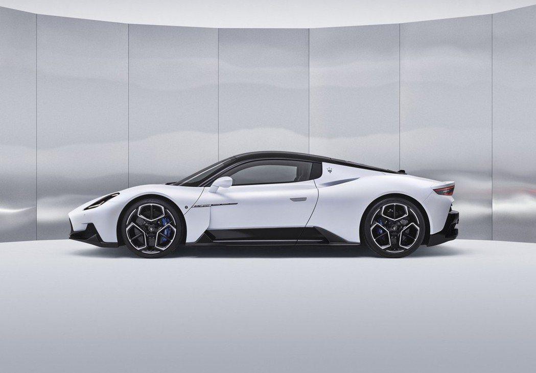 Maserati MC20車身數據為4,669 x 1,965 x 1,221m...