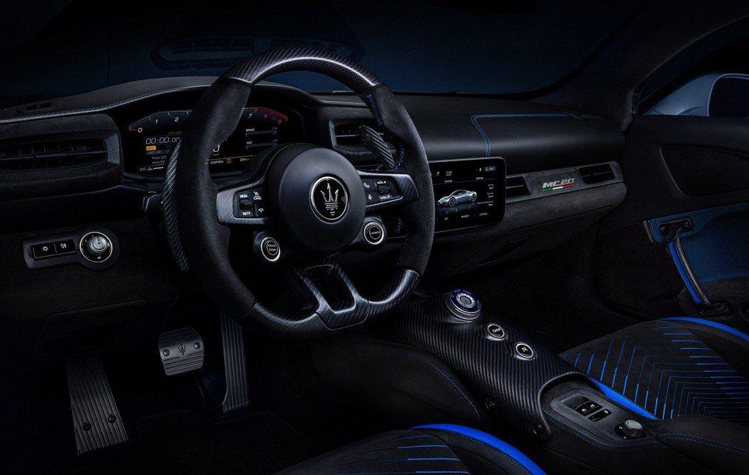 在內裝陳設上,Maserati這次也使用了嶄新的設計,看起來更加年輕動感。 摘自...