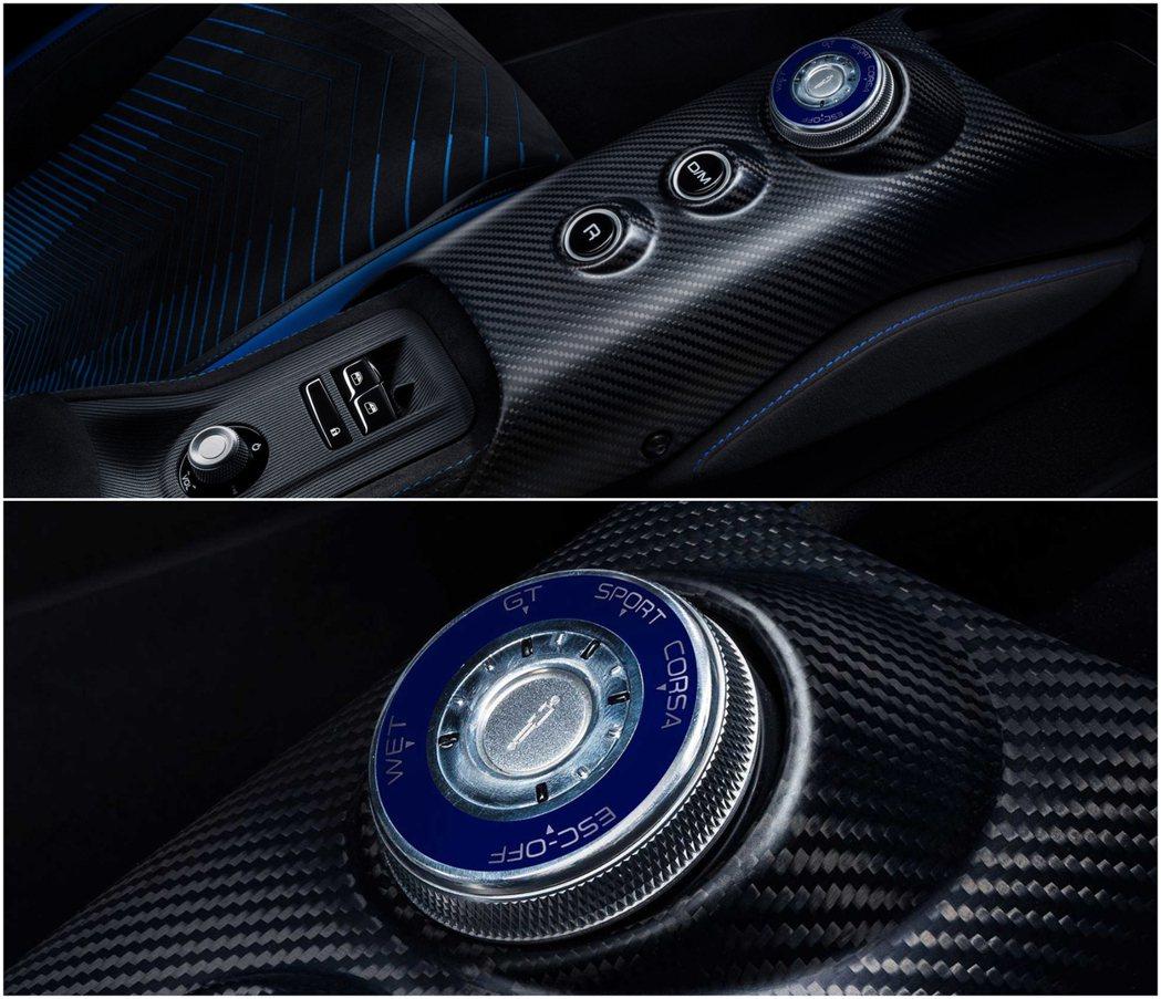 具有GT,Wet,Sport,Corsa和ESC Off模式的駕駛模式旋鈕。 摘...