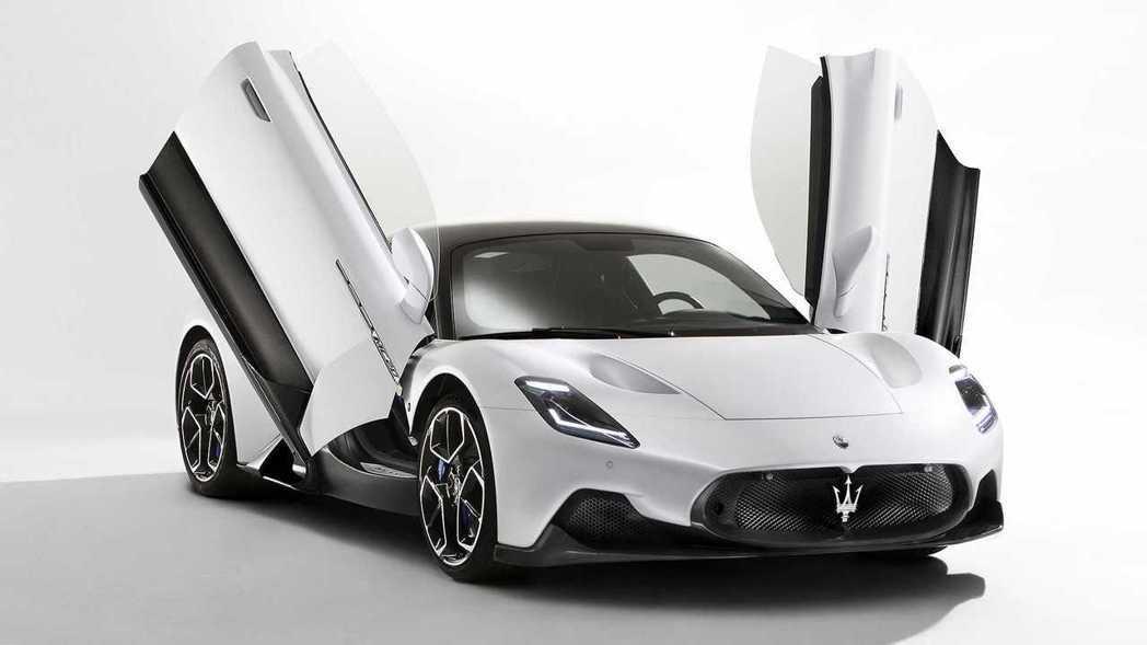 上掀式蝴蝶門也是MC20這次外型上的亮點之一。 摘自Maserati