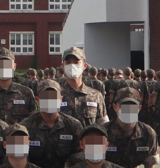 朴寶劍軍中照曝光。圖/擷自韓媒edaily