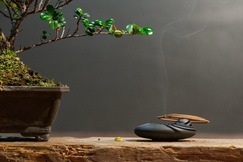 己文堂製作的生活香,不但可以走入人們的生活,也藉以傳達香文化。 圖/宜蘭縣文化局...