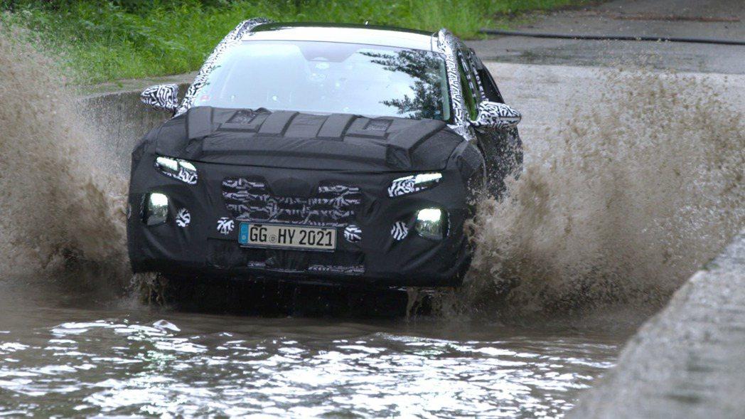 大改款Hyundai Tucson的測試內容包括車輛涉水能力。 摘自Hyunda...
