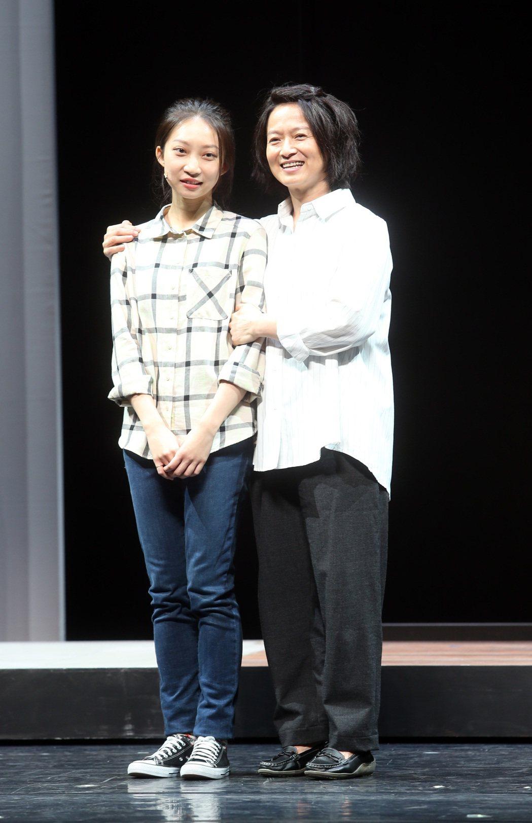 「我們與惡的距離」劇場版彩排,謝瓊煖(右)、陳以思等人出席。記者曾吉松/攝影