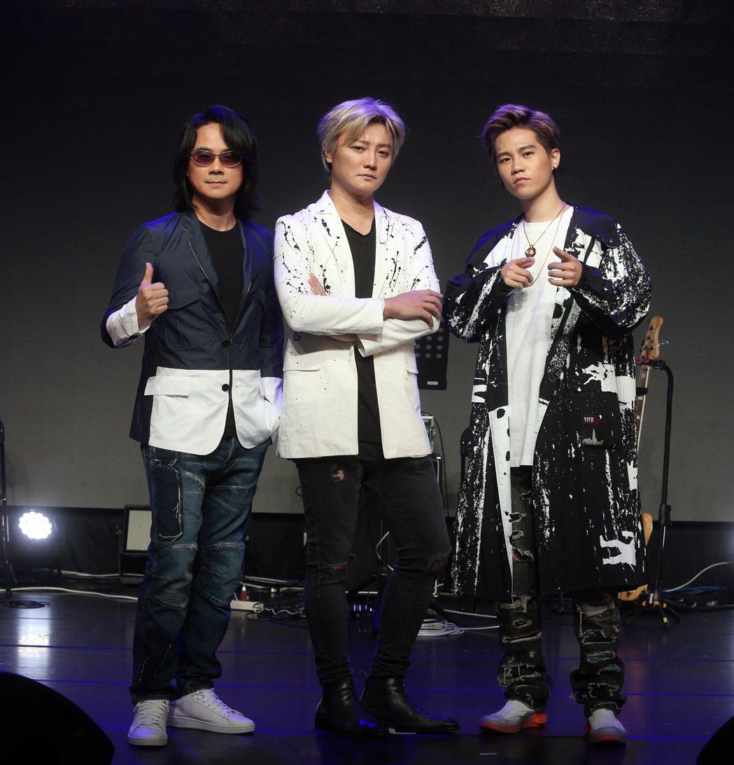 海霧5G魔幻電影演唱會,FIR阿沁(中)、陳建寧(左)出席。記者曾吉松/攝影