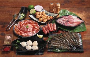 頂好推出高CP值烤肉組以及各種頂級生鮮食材,層層堆疊舌尖上的美味。業者/提供